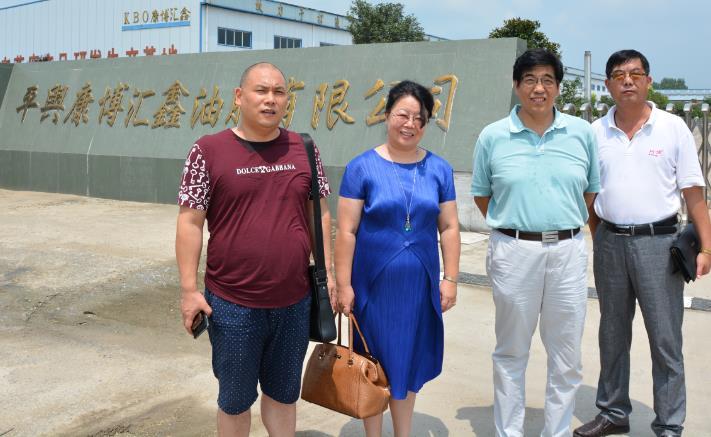 8月6日国家农业部领导莅临参观平舆康博汇鑫油脂有限公司炒芝麻生产基地